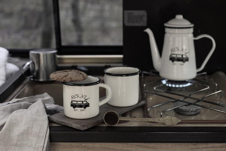 diy emaille campinggeschirr mit decalfolie verzieren decorate enamel camping dinnerware with. Black Bedroom Furniture Sets. Home Design Ideas